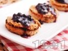 Рецепта Препечени хлебчета с фъстъчено масло и сладко